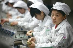 foxconn-employees-Apple Iphones